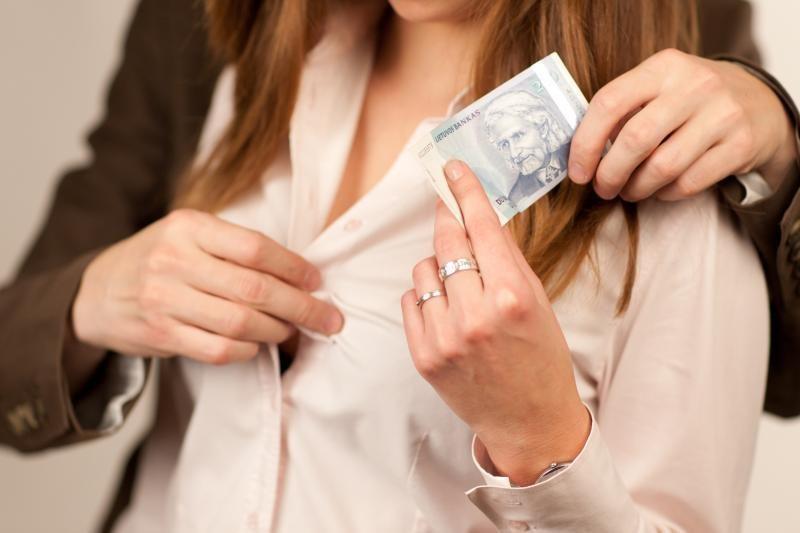 Siūloma nebausti prostitučių, bausmes griežtinti sąvadautojams