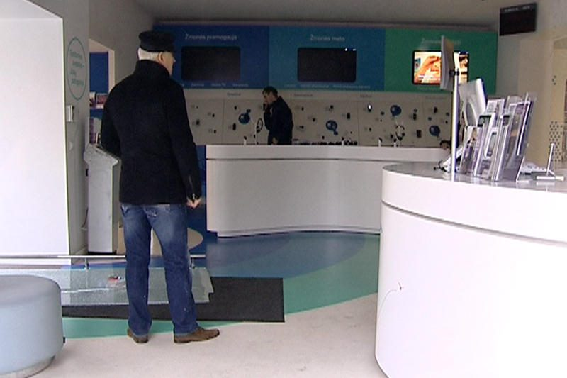 """Vilniaus centre iš """"Omnitel"""" salono pagrobti kompiuteriai ir telefonai"""