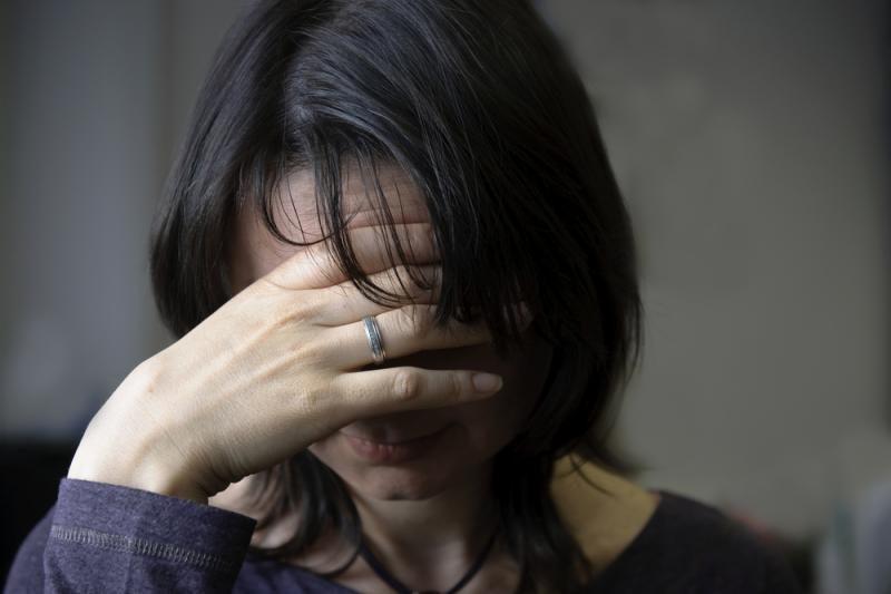 Svarstoma leisti smurtautojui likti namie, jei neprieštarauja auka