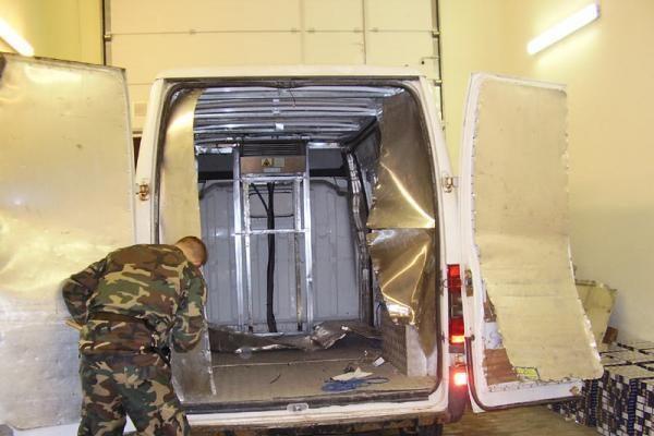 Klaipėdietis mikroautobuse slėpė rusiškus rūkalus