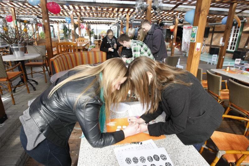 Palangoje – kiaušinių marginimo pamokos