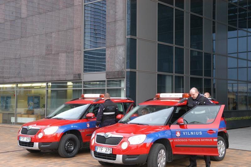 Viešosios tvarkos prižiūrėtojai įsigijo 2 automobilius ir elektrošokų