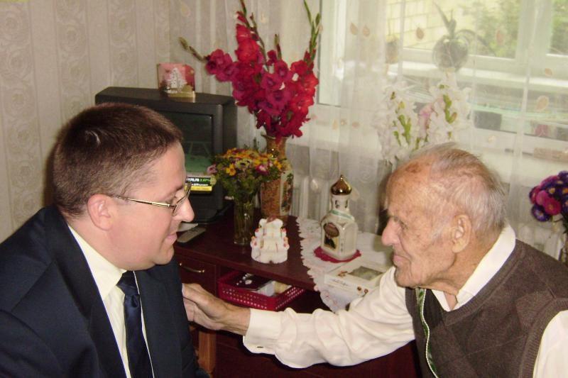 Šimtametis palangiškis negali gyventi be gėlių
