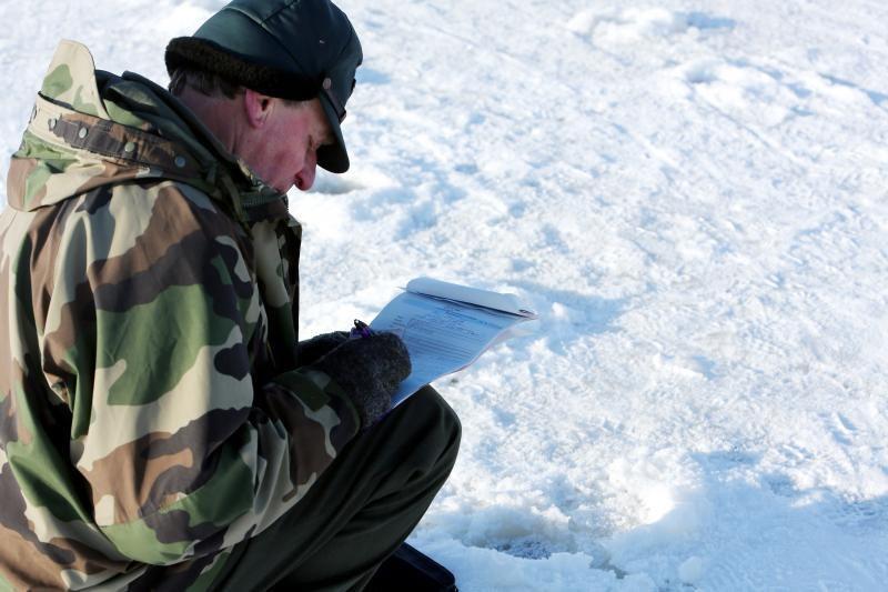 Nepaklusnius žvejus aplinkosaugininkai gaudė ir ant Kuršių marių ledo