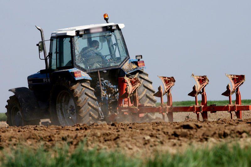 Kretingos rajone naktį sudegė traktorius
