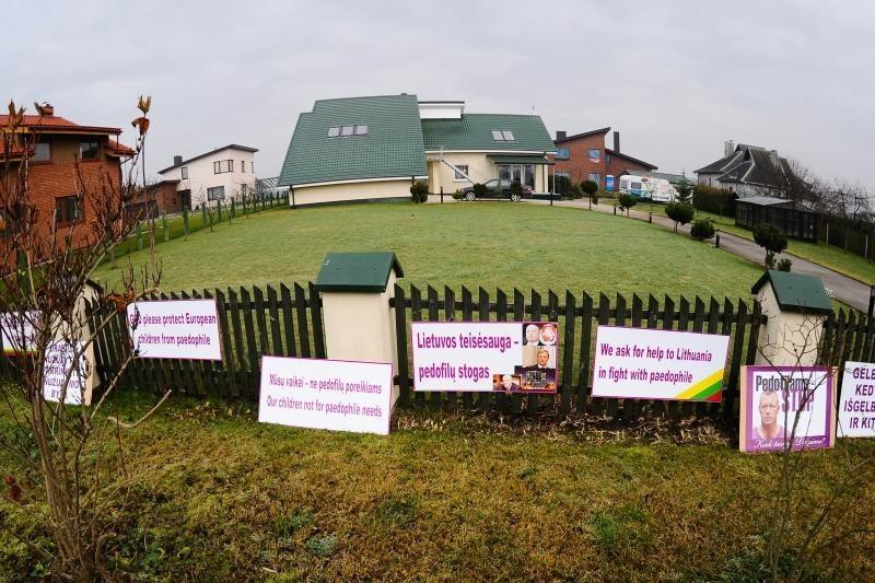 Parlamentarus papiktino siūlymas vykti į Garliavą ir saugoti mergaitę