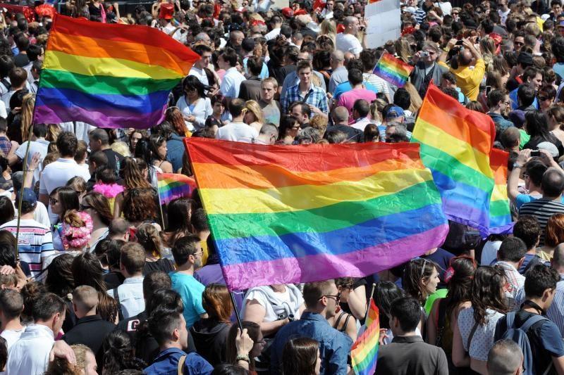 Gėjų šalininkai džiaugiasi istoriniu JAV teismo sprendimu dėl santuokų