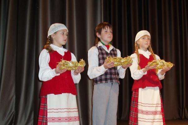 """Išdalinti Vilniaus apskrities parodos """"Aukso vainikas – 2010"""" apdvanojimai"""