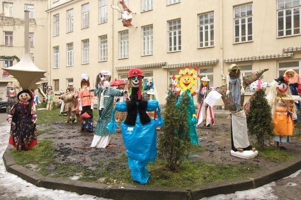 Mokytojų namų kiemelyje - Morių paradas