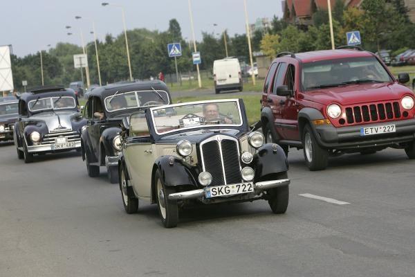 Senoviniai automobiliai atriedėjo į Kauną (papildyta)