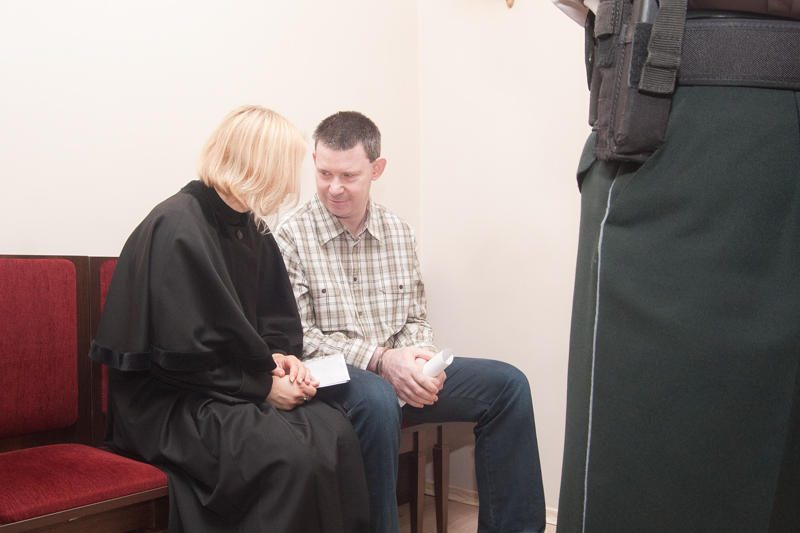 Ginklų kontrabanda kaltinamą airį siūlo įkalinti 16 metų (papildyta 15:00)