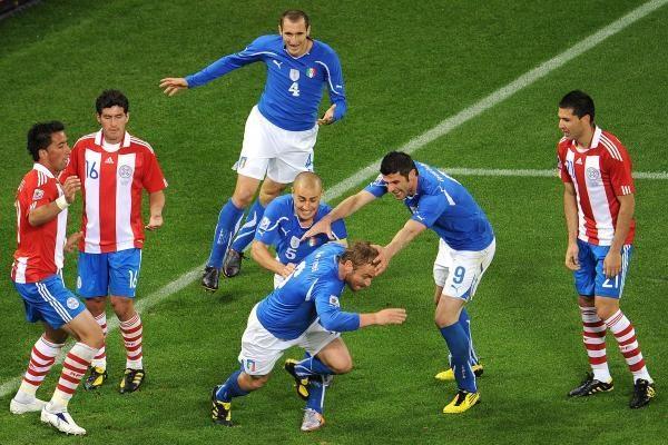 F grupė: pasaulio čempionų italų lygiosios su Paragvajumi
