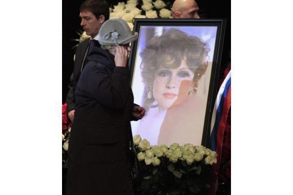 Maskvoje palaidota legendinė aktorė L.Gurčenko