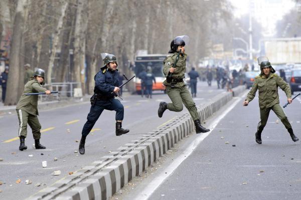 Teheranas: per susirėmimus žuvo daugiau nei 15 žmonių