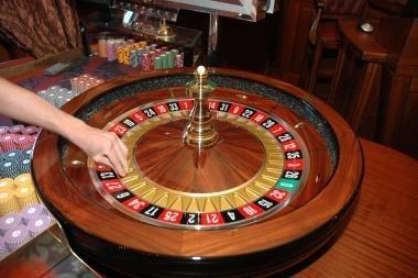 """""""Nesė"""" kazino prašosi į """"Akropolį"""""""