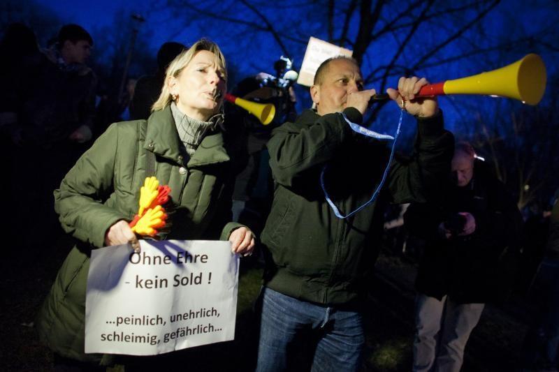 Vokietijos prezidento išlydėjimo ceremoniją sutrikdė protestuotojai