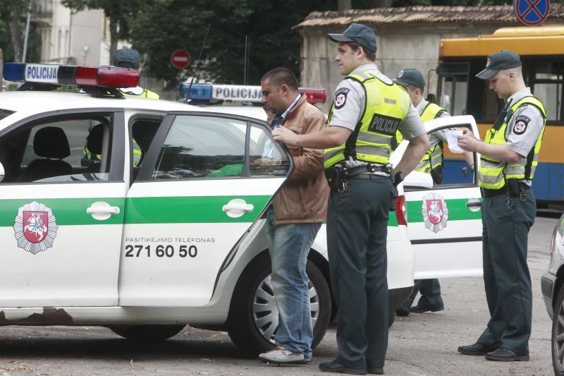 """Policija sulaikė Vilniuje žmones apgaudinėjančius """"kurčnebylius"""""""