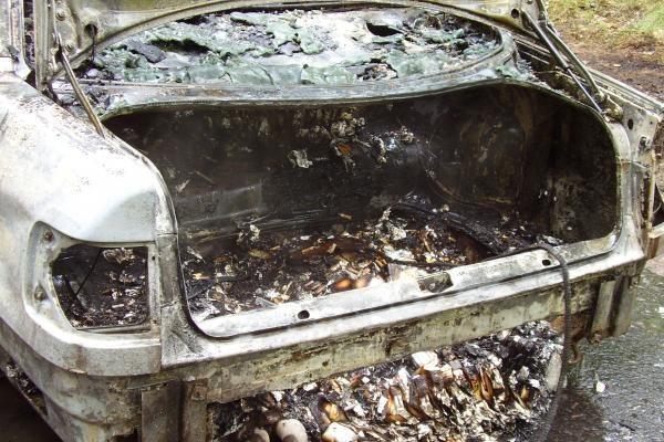 Persekiojami kontrabandininkai sudegino automobilį