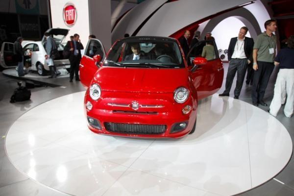 Automobilių paroda Los Andžele: nuo mažylio iki giganto
