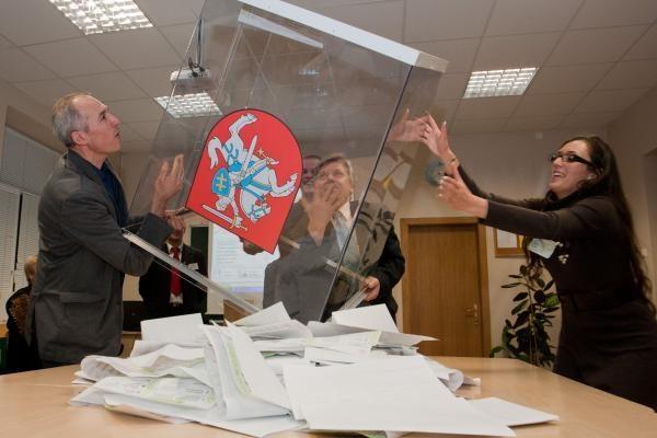 Partijų reitingų lentelėje toliau pirmauja opozicinės partijos