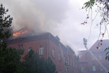 Iš degančios mokyklos Šilutėje evakuoti mokiniai