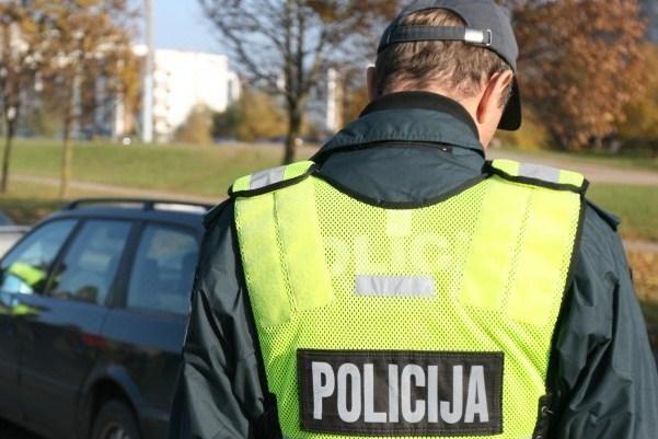 Savaitgalį policija nutvėrė 25 girtus vairuotojus, tarp jų – 3 moteris