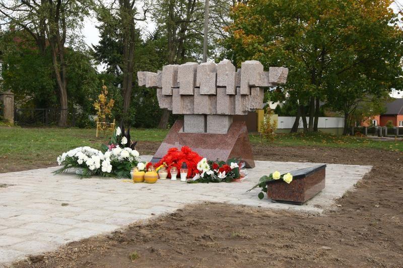 Žaliakalnyje – paminklas partizanų vadui A.Ramanauskui-Vanagui