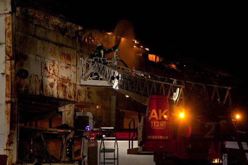 Naujojoje Vilnioje degė buvusios gamyklos patalpos (papildyta)