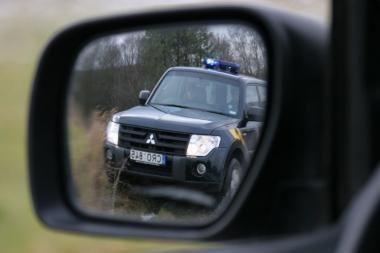 Automobilių veidrodėlių vagis pasipriešino pareigūnams