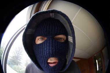 Nusikaltėlių grobis – šautuvai, 100 litų ir papuošalai