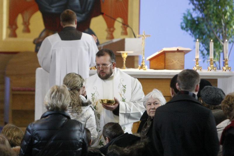 Klaipėdiečiai pirmąją šv. Velykų dieną užtvindė bažnyčias
