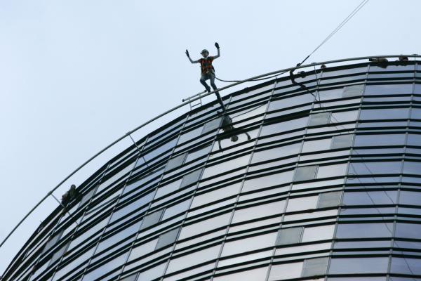 Ekstremalai šoko su virve iš 125 m aukščio