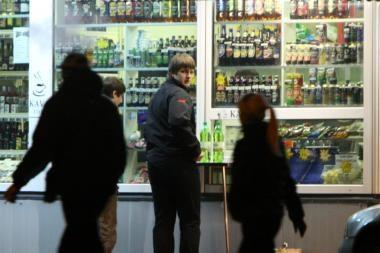 Kioskai alkoholiu galės prekiauti 3 valandas
