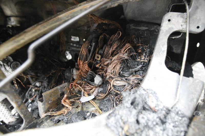 Klaipėdoje naktį supleškėjo automobilis, nukentėjo teatro pastatas