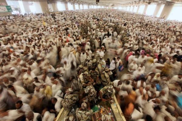 Trečiąją hadžo dieną vyksta akmenų mėtymo į Šėtoną ritualas ir gyvulių aukojimas