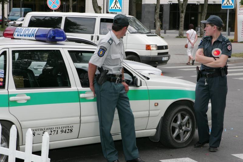 """""""Prisidirbę"""" vairuotojai  neatsikrato įpročio siūlyti policijai kyšį"""