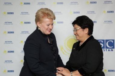 D.Grybauskaitė į Lietuvą pasikvietė ir Kirgizijos prezidentę