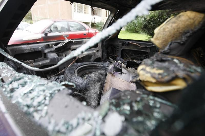 Klaipėdoje Gedminų gatvėje degė trys automobiliai
