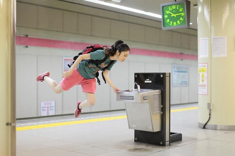 Foto siurrealizmas: levitacijos autoportretai
