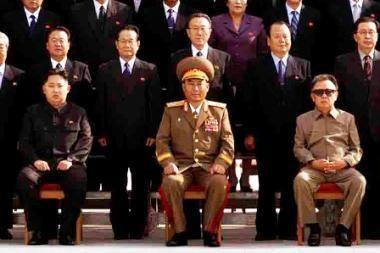 Šiaurės Korėjoje išplatinta pirmoji būsimo režimo įpėdinio nuotrauka