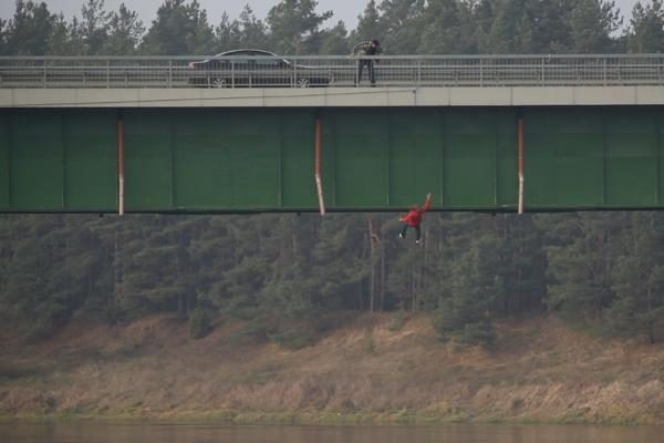 Naujo serialo filmavimas prasidėjo aktorės skrydžiu nuo tilto