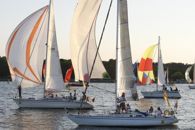 Švyturio Joninių nakties regata finišavo po sunkaus buriavimo