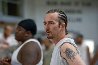 E.Nortonas vaidmeniui ruošėsi kalėjimo kameroje