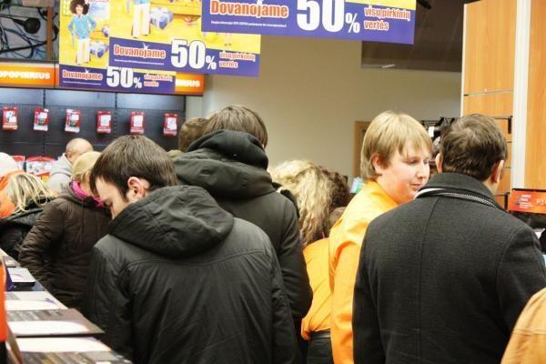 """Lietuviai, pametę galvas dėl """"World of Warcaft"""",  apgulė parduotuves"""