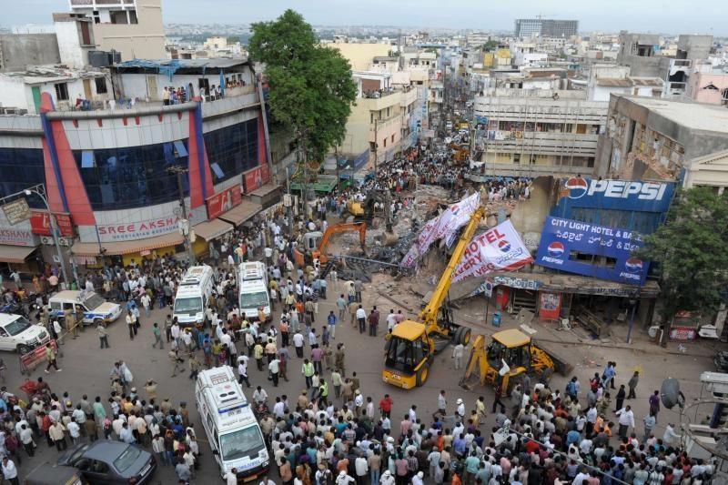 Indijoje sugriuvus viešbučiui, žuvo penki žmonės