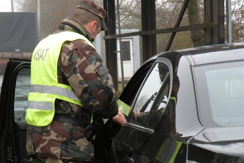 Pernai pasieniečiai sulaikė ketvirtadaliu daugiau vogtų automobilių
