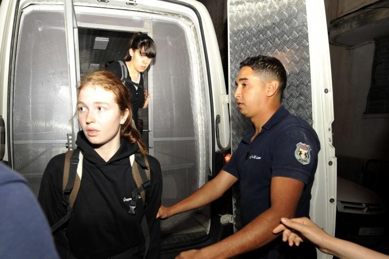 """Lygtinai nuteistos """"Femen"""" aktyvistės paleistos iš Tuniso kalėjimo"""