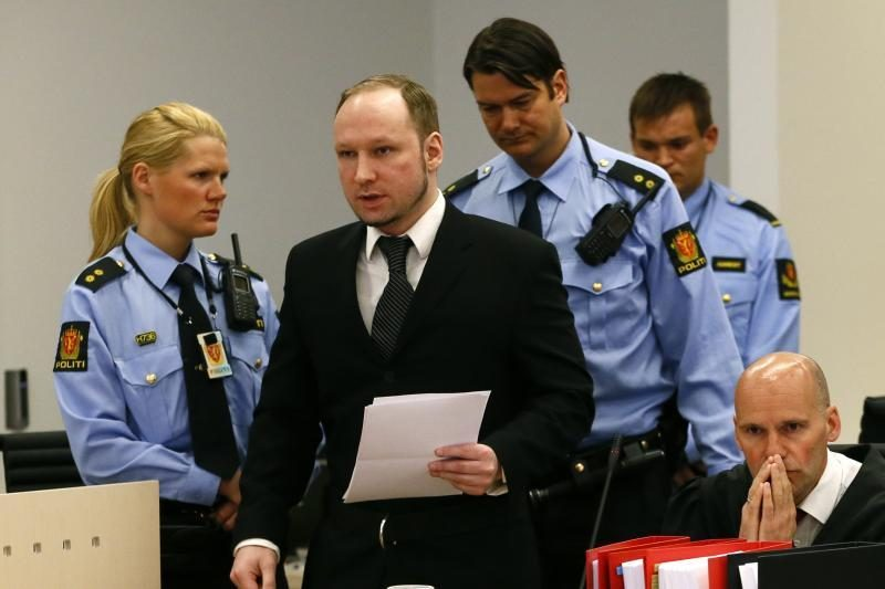 A.B.Breivikas pareiškė norėjęs nukirsti galvą buvusiai premjerei
