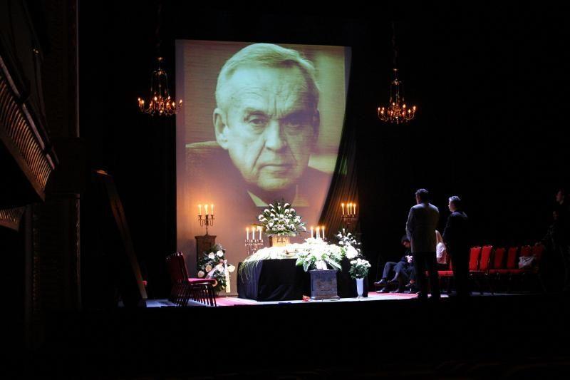 Atsisveikina su teatro šviesuoliu G.Žiliu