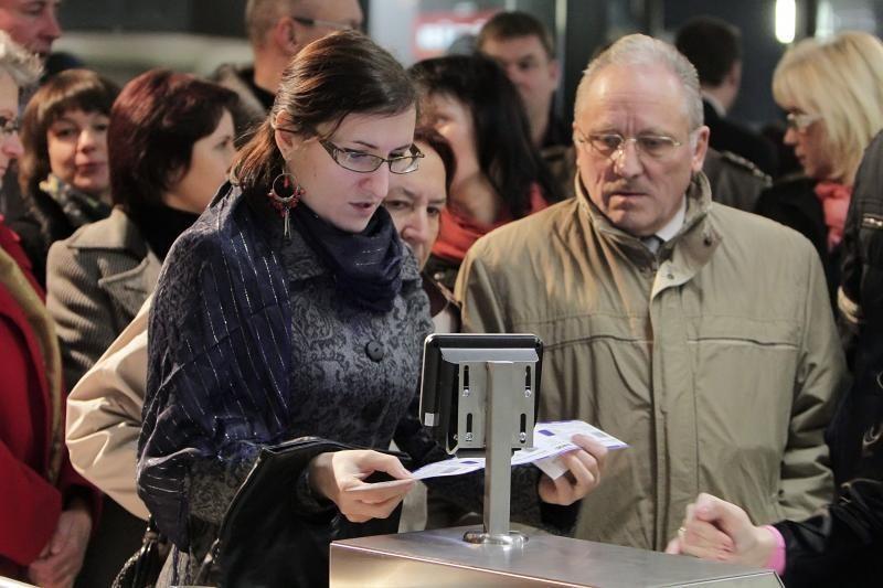 """""""Novyje Ruskije Babki"""" klaipėdiečiams padovanojo dozę juoko vitaminų"""